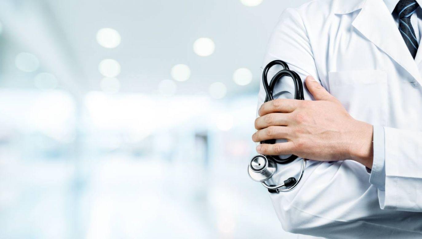 Premier zaznaczył, że w Polsce prawo do ochrony zdrowia ma każdy obywatel (fot. Shutterstock/Billion Photos)
