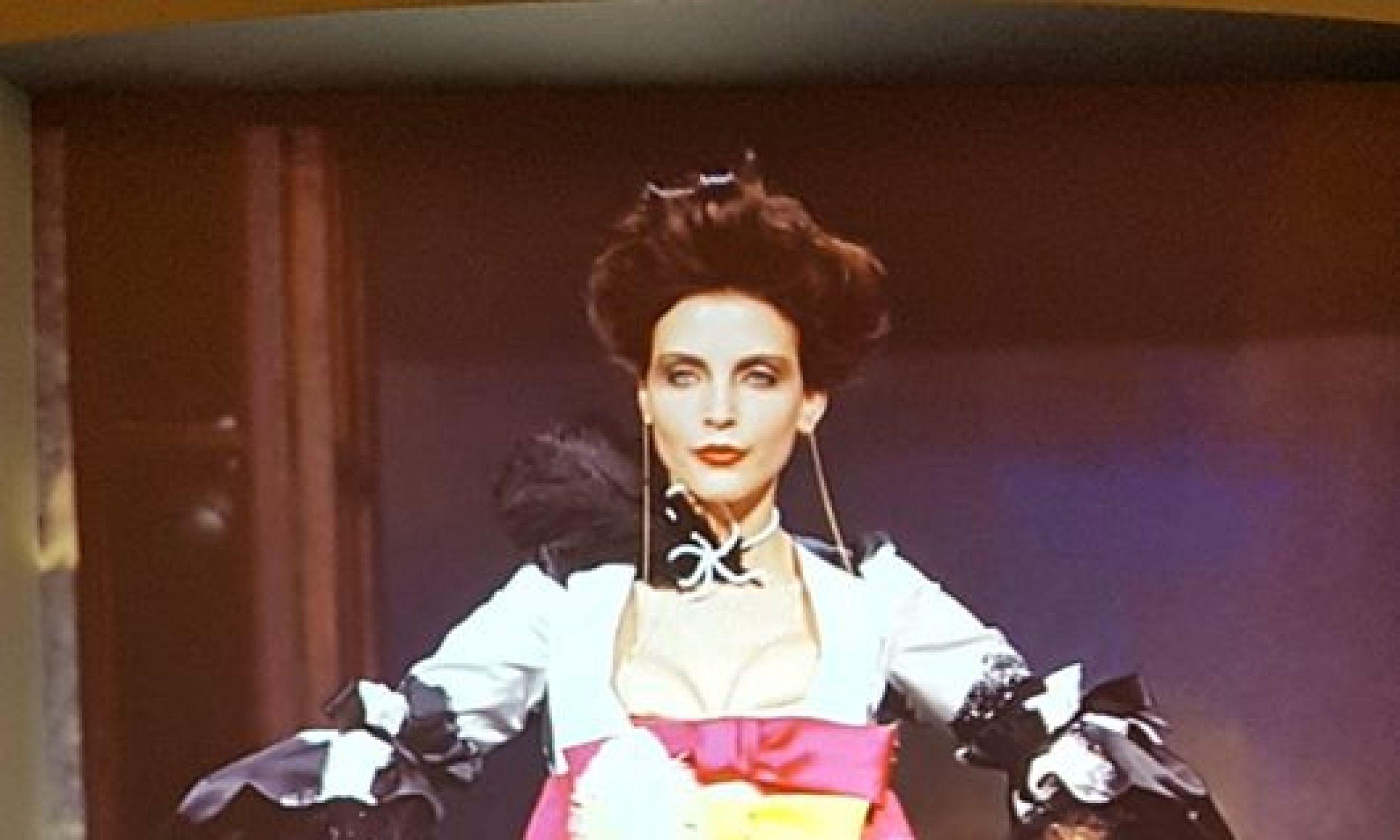 Pokaz Vivienne Westwood. Kolekcja prêt-à-porter wiosna-lato 1996. Fot. Conciergerie