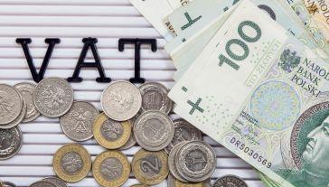 Komisja Europejska szacuje, że luka VAT w Polsce spadła  (fot. Shutterstock/lusia599)