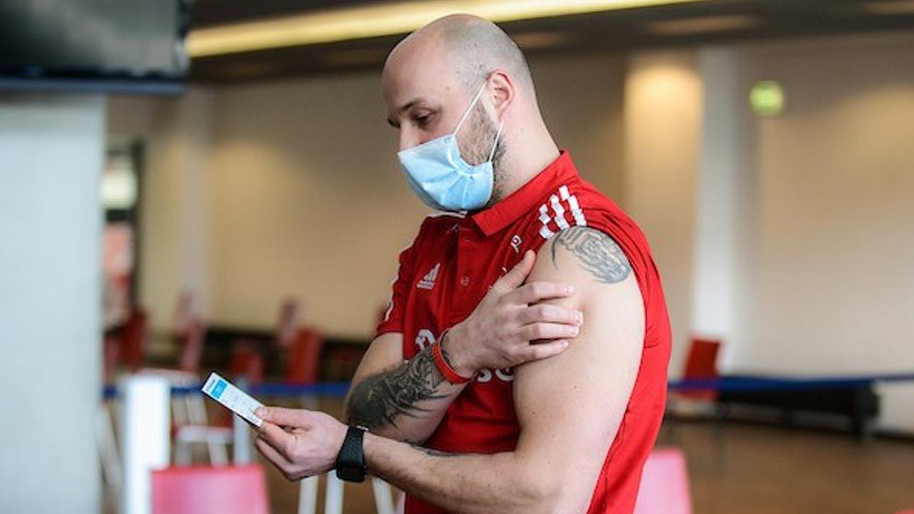 Sportowcom podano szczepionkęJohnson & Johnson (fot. Twitter/SzczepimySię)