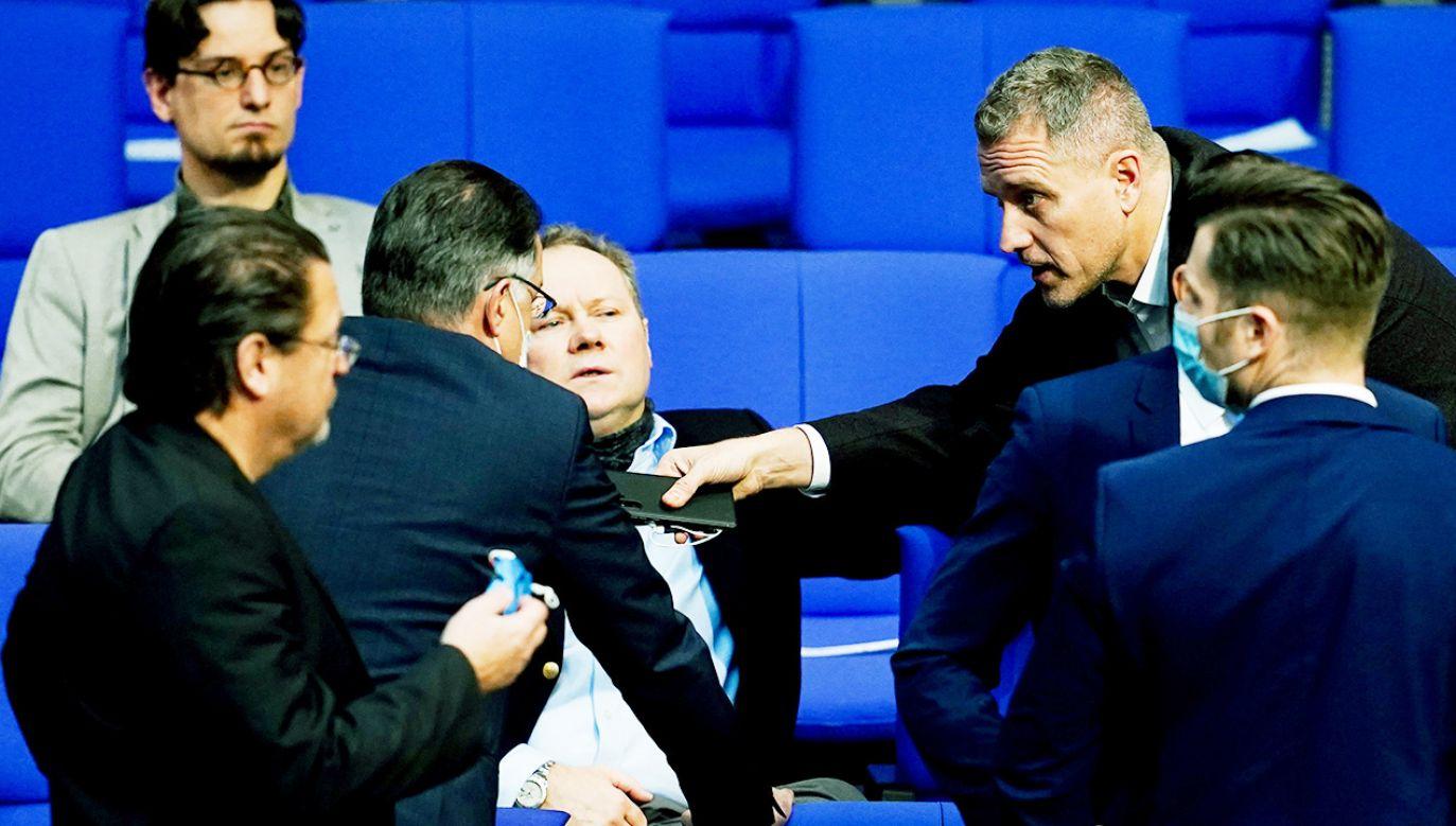 Dyskusja w Bundestagu po środowych zamieszkach wywołanych przez gości deputowanych AfD (fot. PAP/EPA/FILIP SINGER)