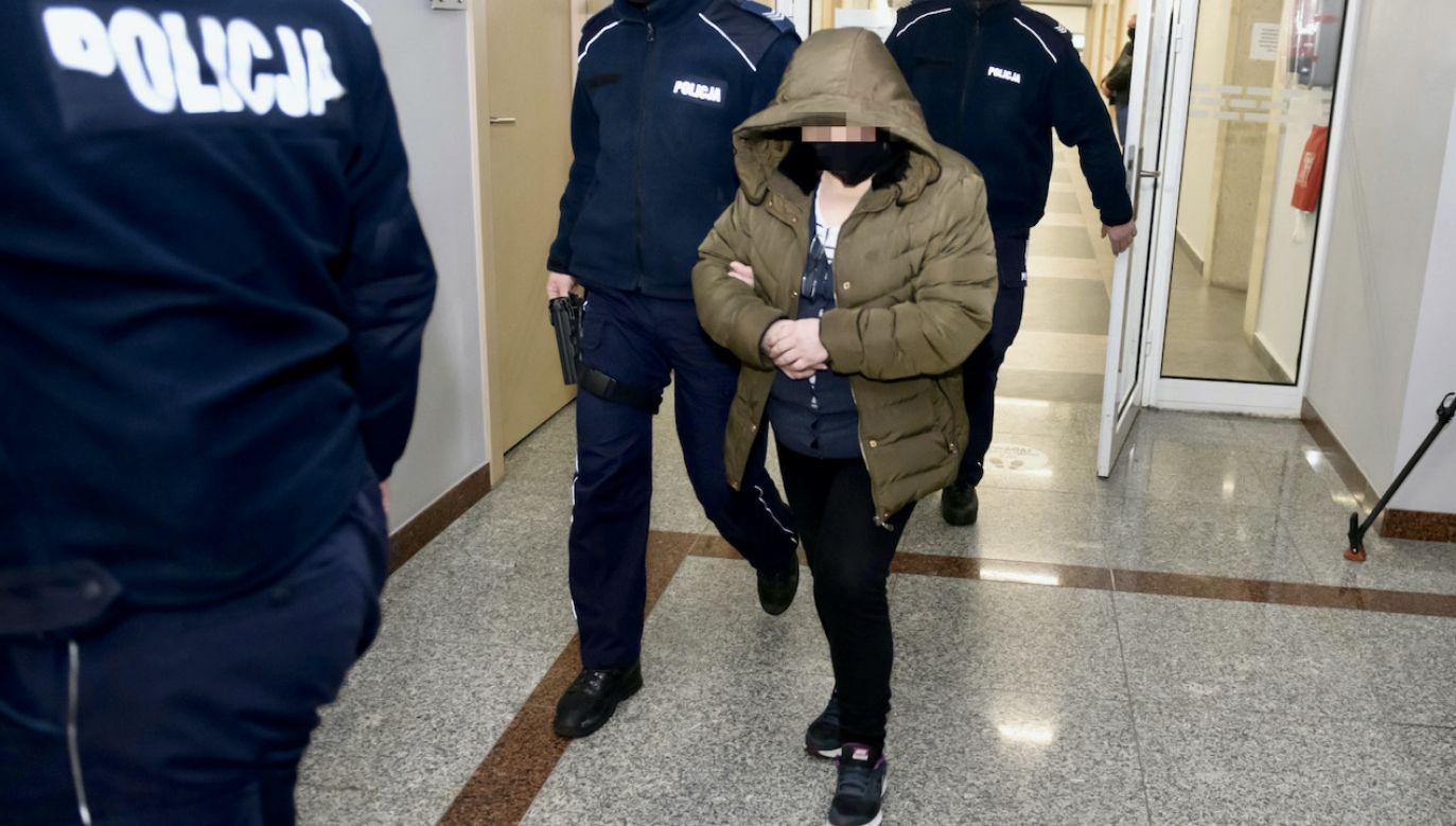 Oskarżona Małgorzata G. doprowadzana na salę rozpraw (fot. PAP/J.Kaczmarczyk)
