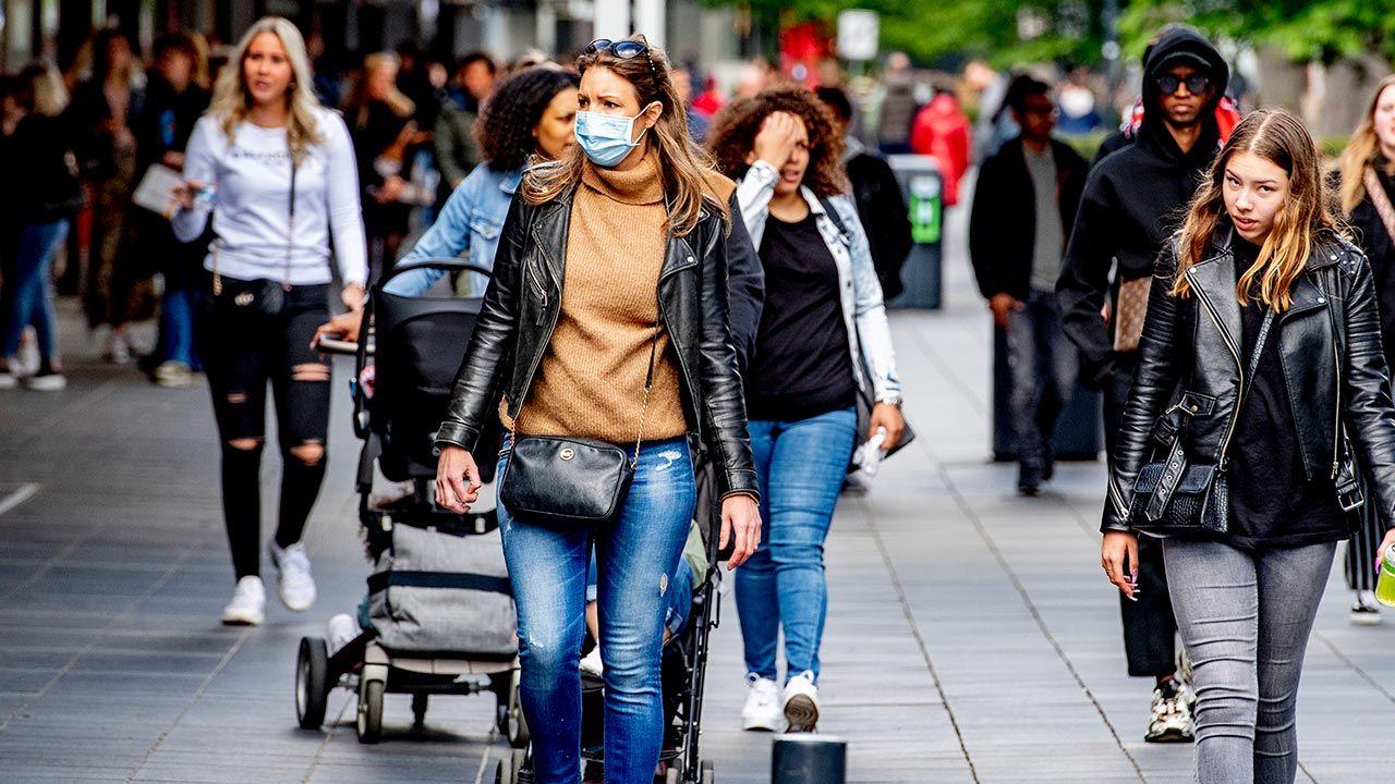 W Holandii 86 proc. dorosłych jest już zaszczepionych przeciw Covid-19 (fot. Robin Utrecht/SOPA Images/LightRocket via Getty Images)