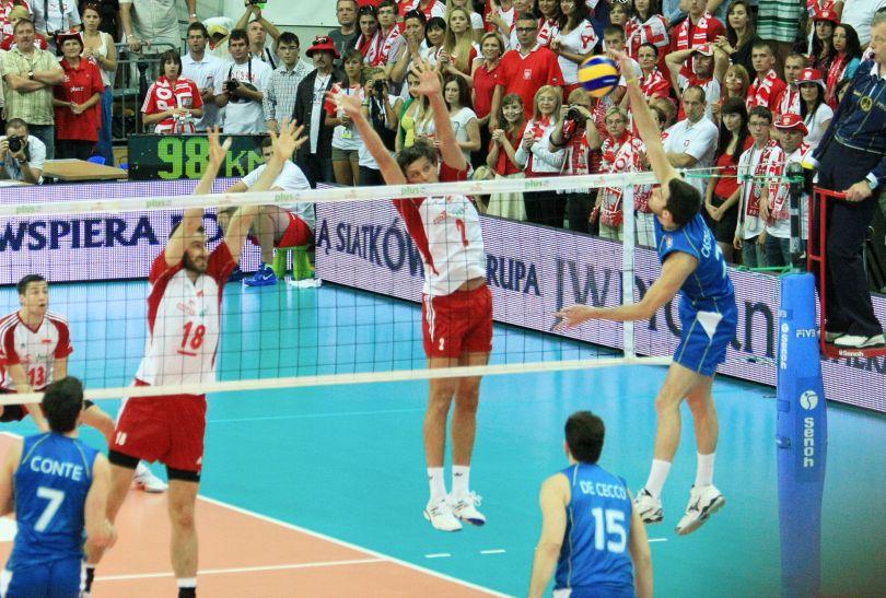 Michał Winiarski i Marcin Możdżonek w bloku (fot. PAP/Lech Muszyński)