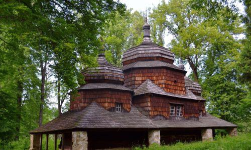 Greckokatolicka cerkiew parafialna pw. św. Dymitra z 1732 r. jest jedną z najpiękniejszych świątyń w południowo-wschodniej Polsce. Nieużytkowana od wysiedleń ludności ukraińskie po II wojnie światowej, jej wyposażenie skradziono. Fot. archiwum Sebastiana Dubiela-Dmytryszyna.