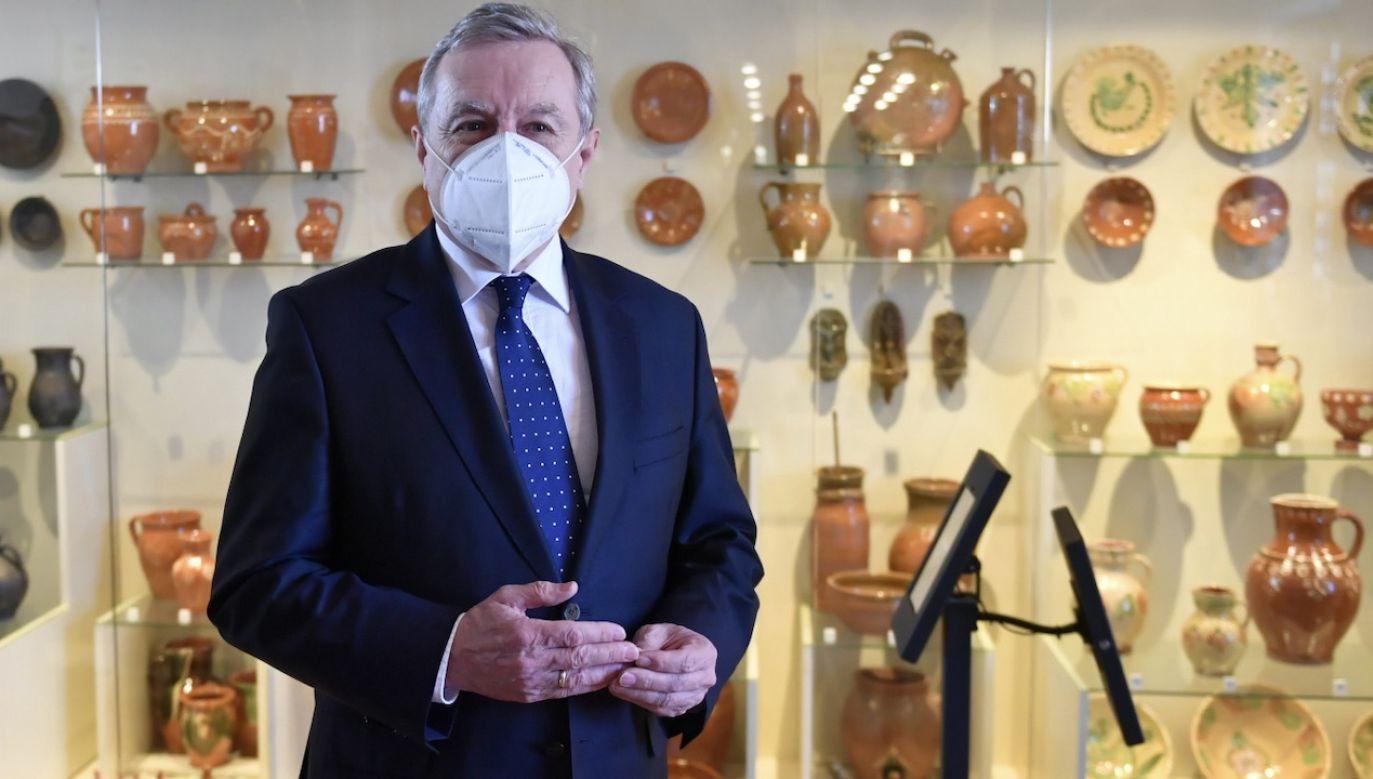 Minister kultury Piotr Gliński podczas zwiedzania siedziby głównej Muzeum Narodowego – Zamku Lubelskiego (fot. PAP/W.Jargiło)