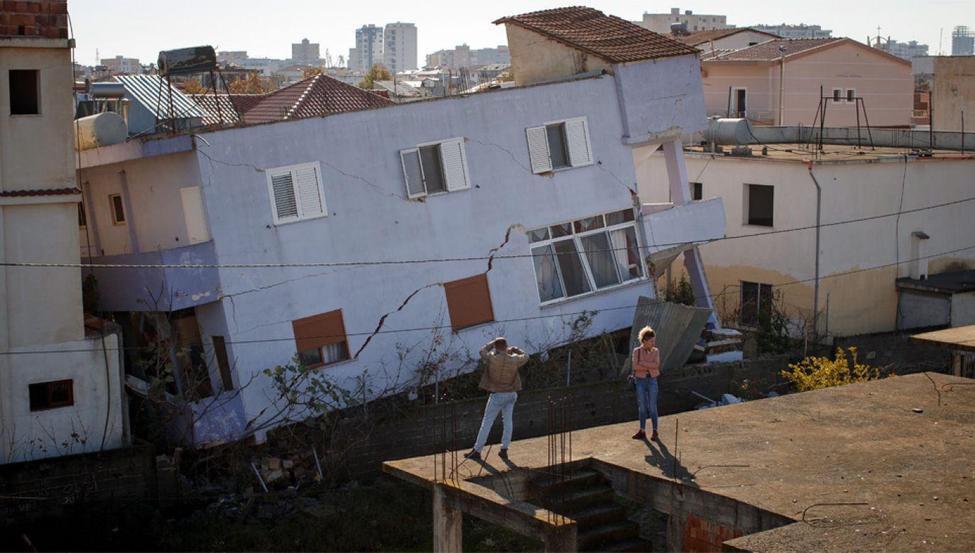 Wiele osób zginęło w nielegalnie postawionych budynkach (fot. PAP/EPA/VALDRIN XHEMAJ)