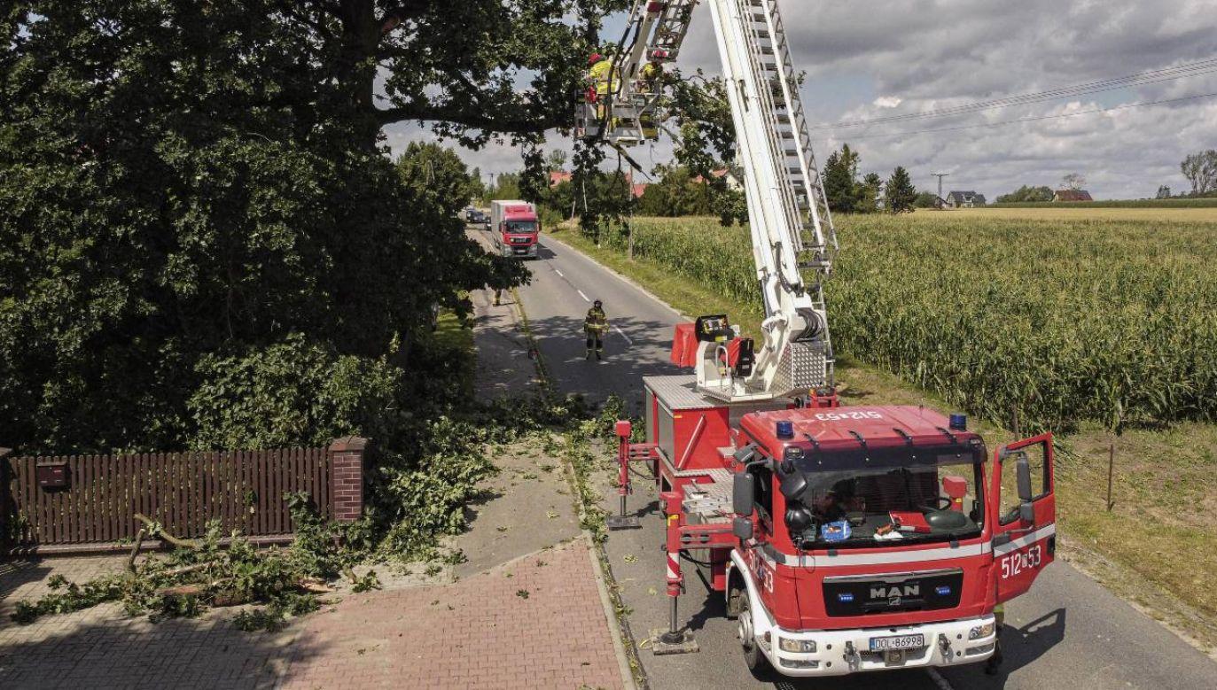 Możliwe są podtopienia i przerwy w dostawie prądu (fot. PAP/Aleksander Koźmiński)