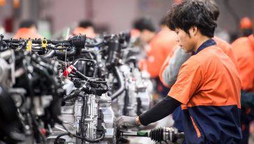 Informacji na temat zasad zatrudniania cudzoziemców udzielają konsultanci Zielonej Linii, podnumerem telefonu 19524 (fot. Shutterstock/Jenson)
