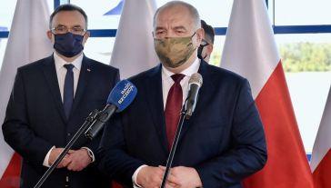 Jak mówił Sasin, wracają połączenia lotnicze – na razie wewnątrz Polski (fot. PAP/Marcin Bielecki)