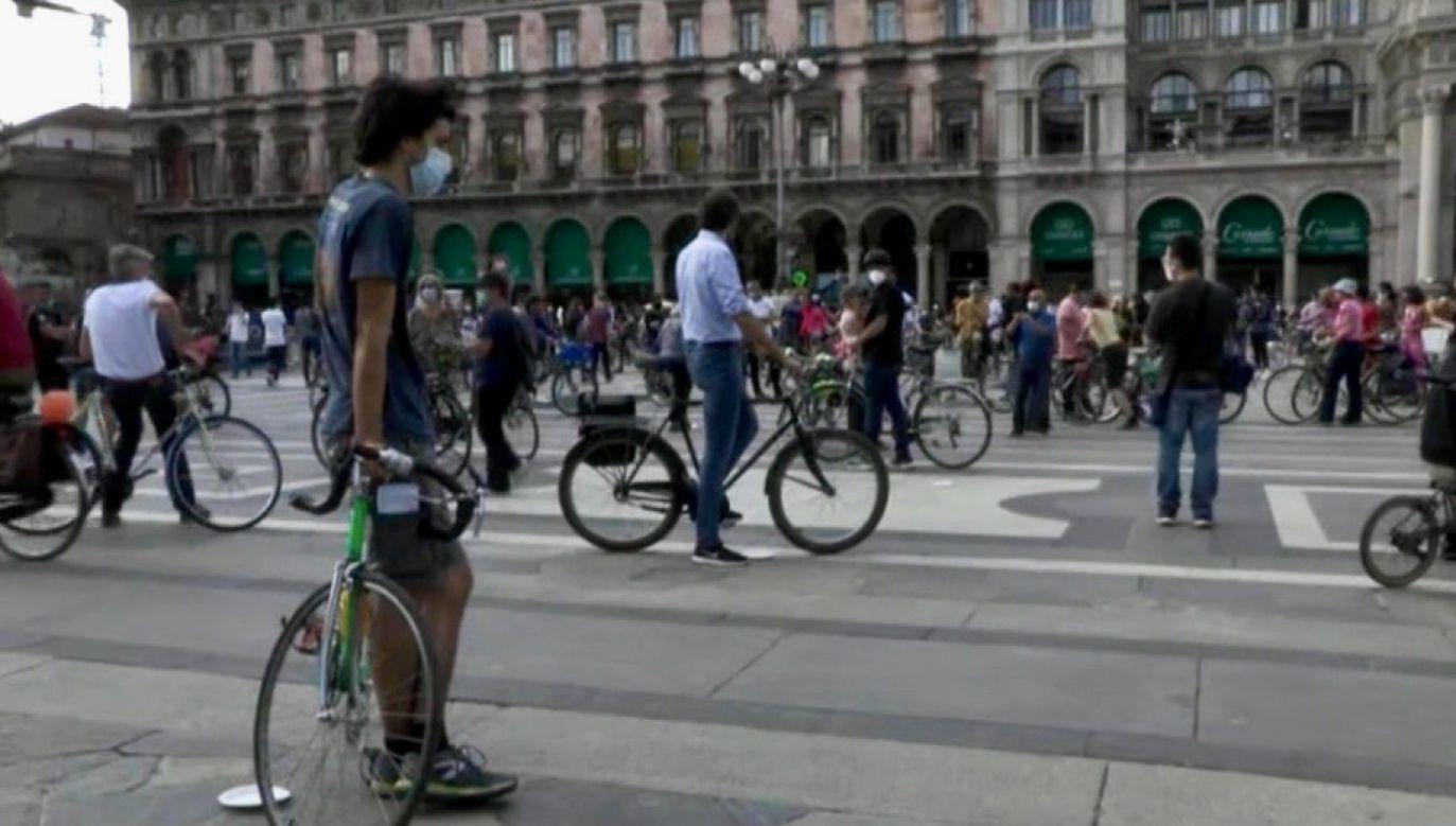 Flashmob odbył się symbolicznie w dzień, w którym do Mediolanu mieli przyjechać uczestnicy wyścigu kolarskiego Giro d'Italia (fot. RAI/RADIOTELEVISIONE ITALIANA)