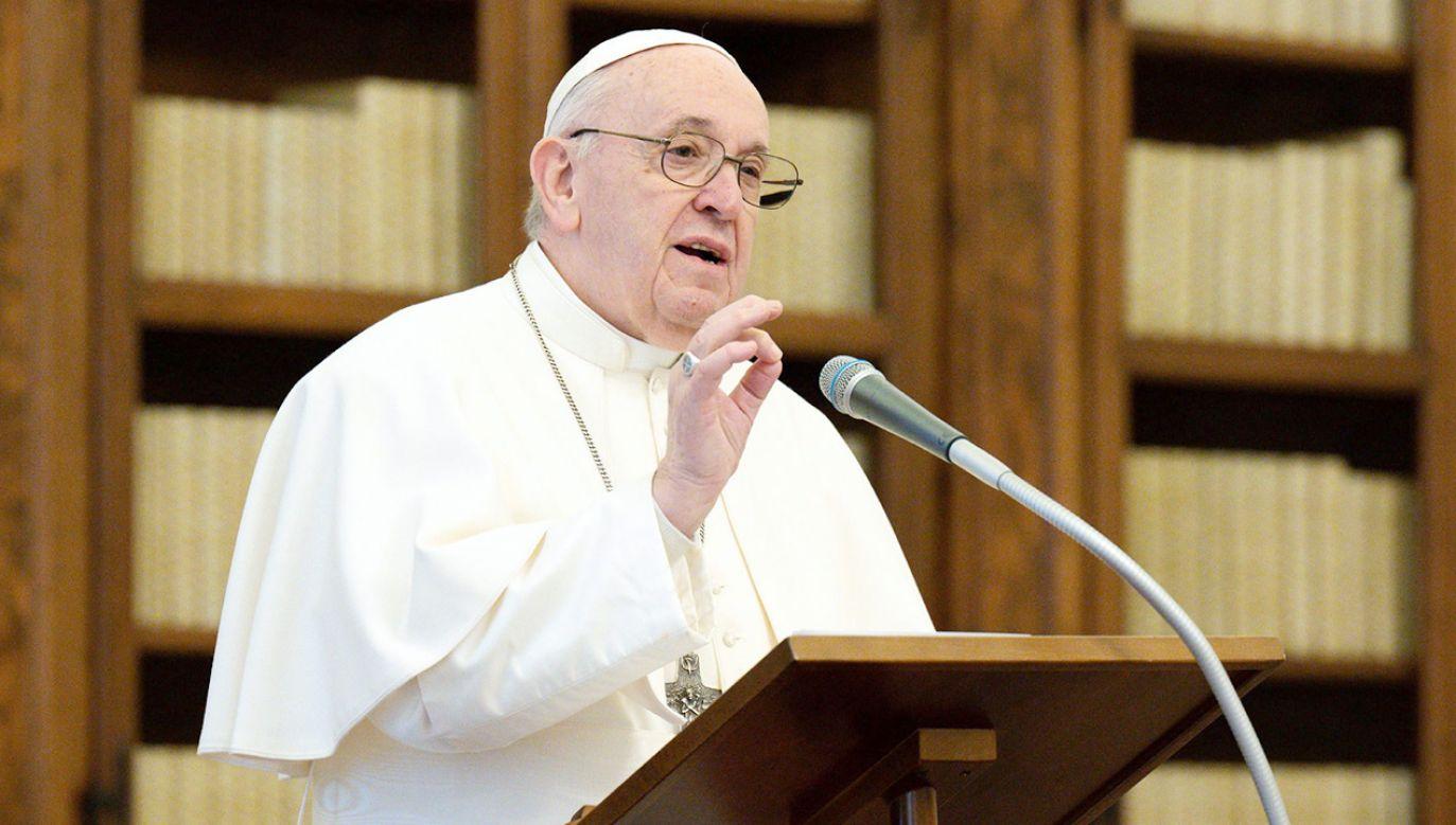 Franciszek zaapelował o odpowiedzialność za przekaz i demaskowanie fałszywych informacji (fot. PAP/EPA/VATICAN MEDIA HANDOUT)