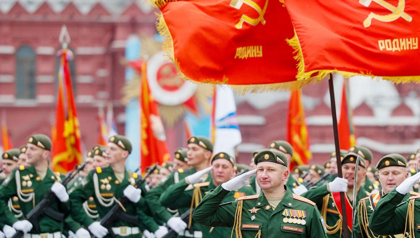 Święto upamiętnia zakończenie w 1945 r. II wojny światowej (fot. PAP/EPA/YURI KOCHETKOV)