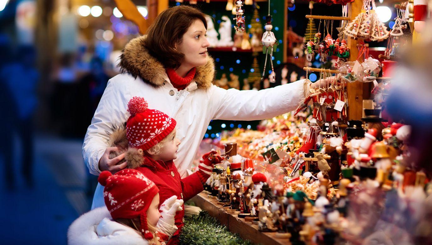 Blisko 70 proc. świątecznego budżetu zostawimy w sklepach stacjonarnych (fot. Shutterstock/ FamVeld)