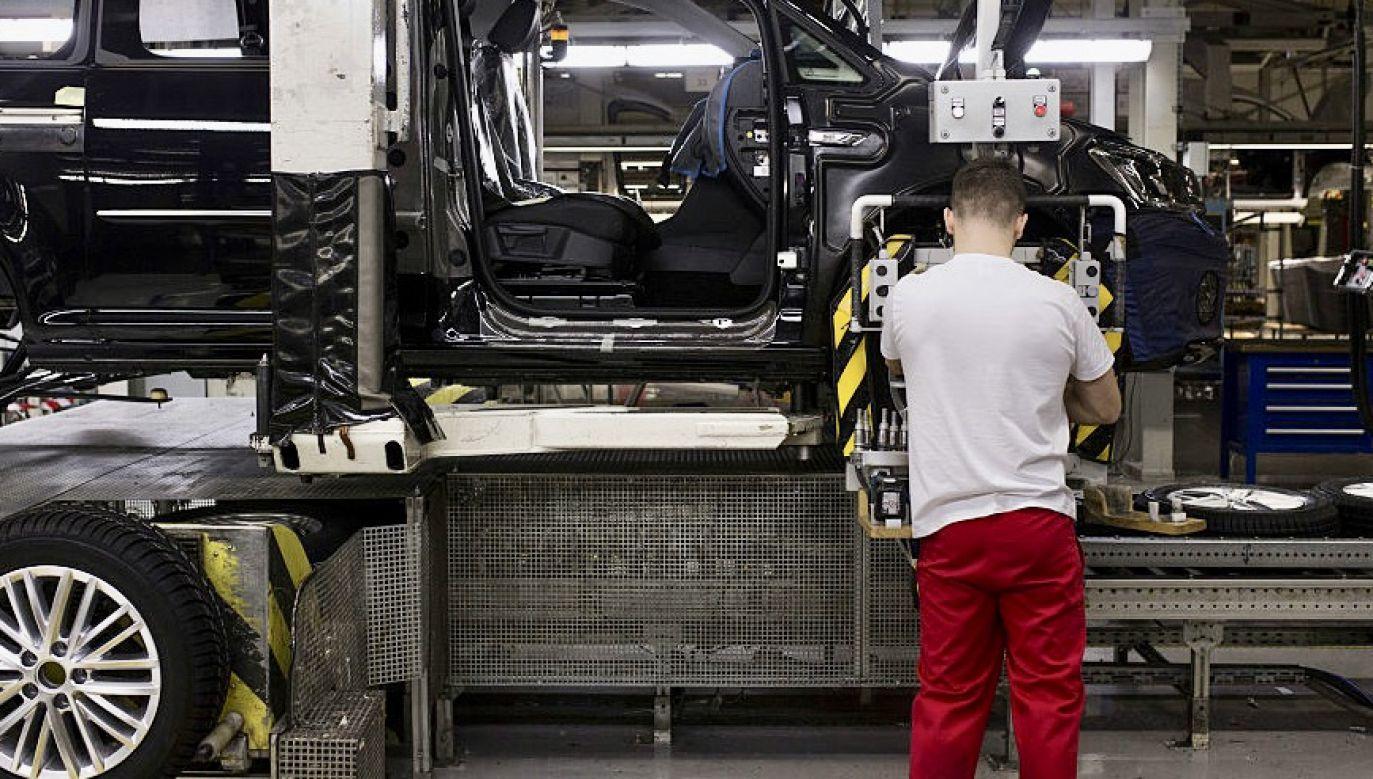Analitycy PIE zwrócili uwagę, że polska gospodarka mniej ucierpiała na skutek pandemii niż kraje regionu Europy Środkowowschodniej (fot. Bartek Sadowski/Bloomberg via Getty Images, zdjęcie ilustracyjne)