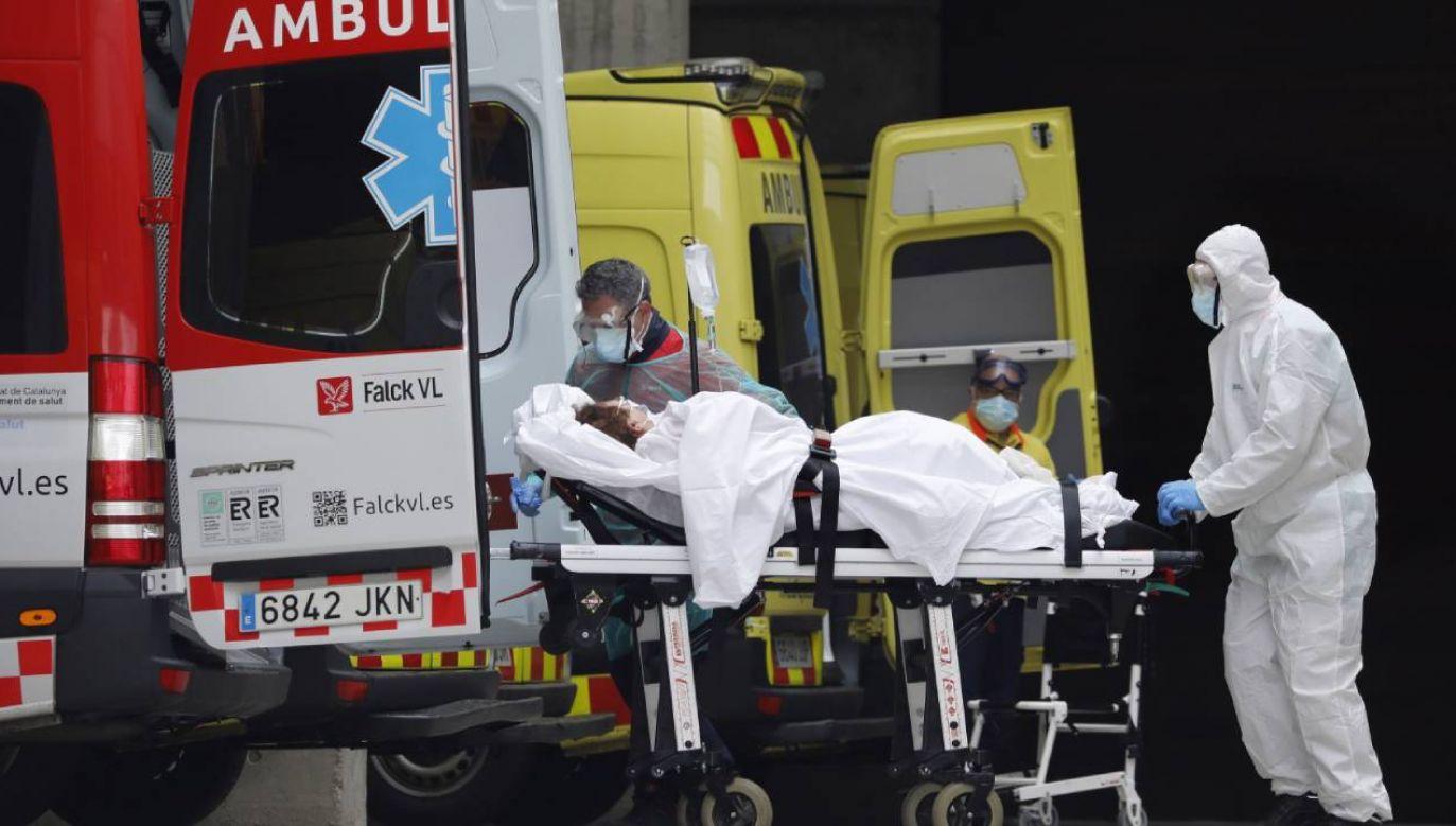 W nocy z 27 na 28 marca  w Hiszpanii zmarły 832 osoby  (fot. PAP/EPA/Andreu Dalmau)