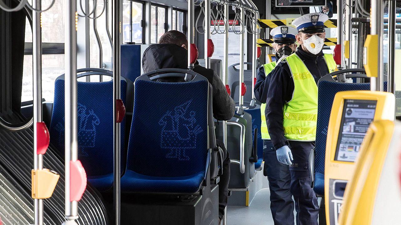 Od soboty przewoźnicy za nieprzestrzeganie zasad sanitarnych zapłacą mandaty (fot. PAP/Łukasz Gągulski)