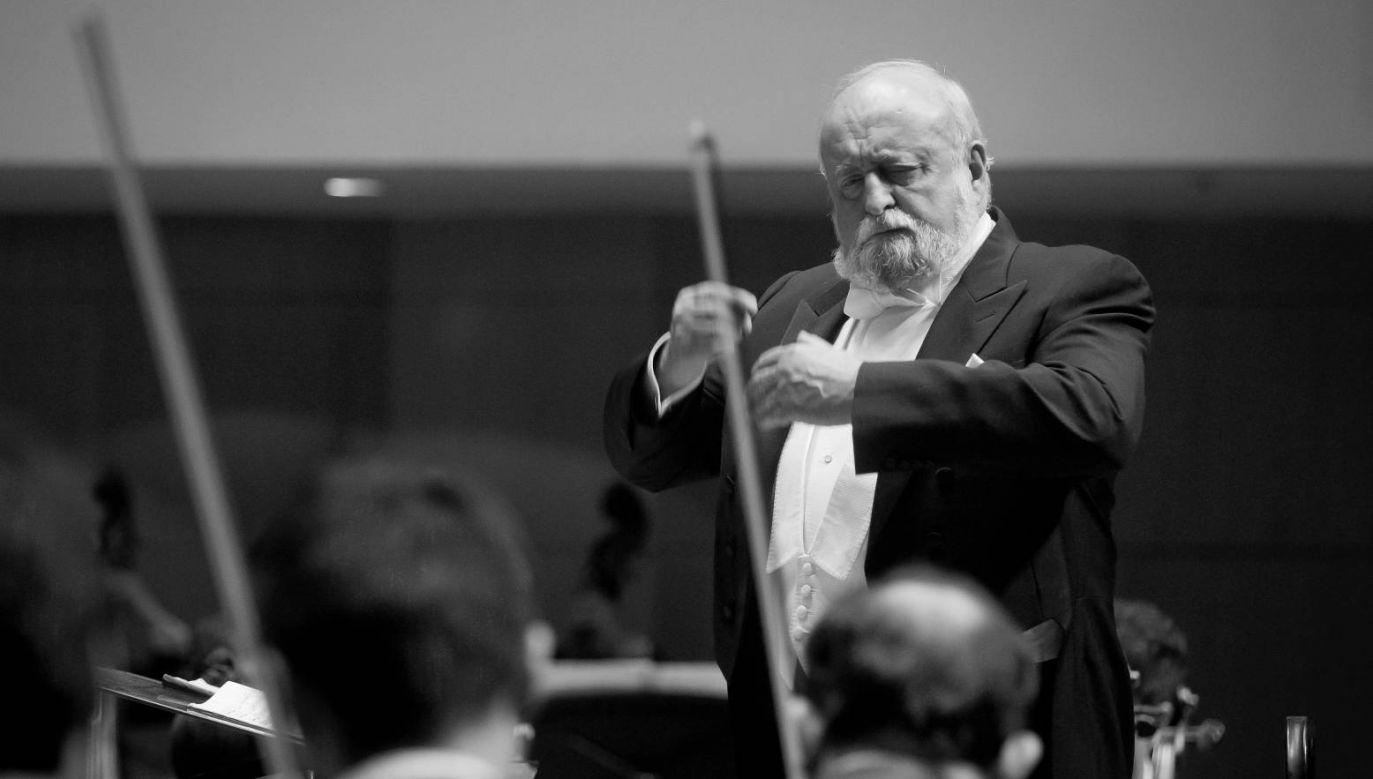 Krzysztof Penderecki występował na całym świecie; na zdjęciu dyryguje Chińską Orkiestrą Symfoniczną  w Pekinie, 2011 r. (fot. PAP/EPA/DIEGO AZUBEL)