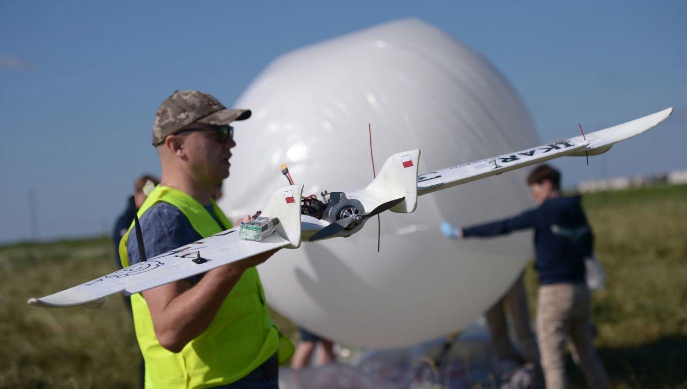 Dron skonstruowany przez licealistów III LO im. Marynarki Wojennej w Gdyni (fot. PAP/Marcin Obara)