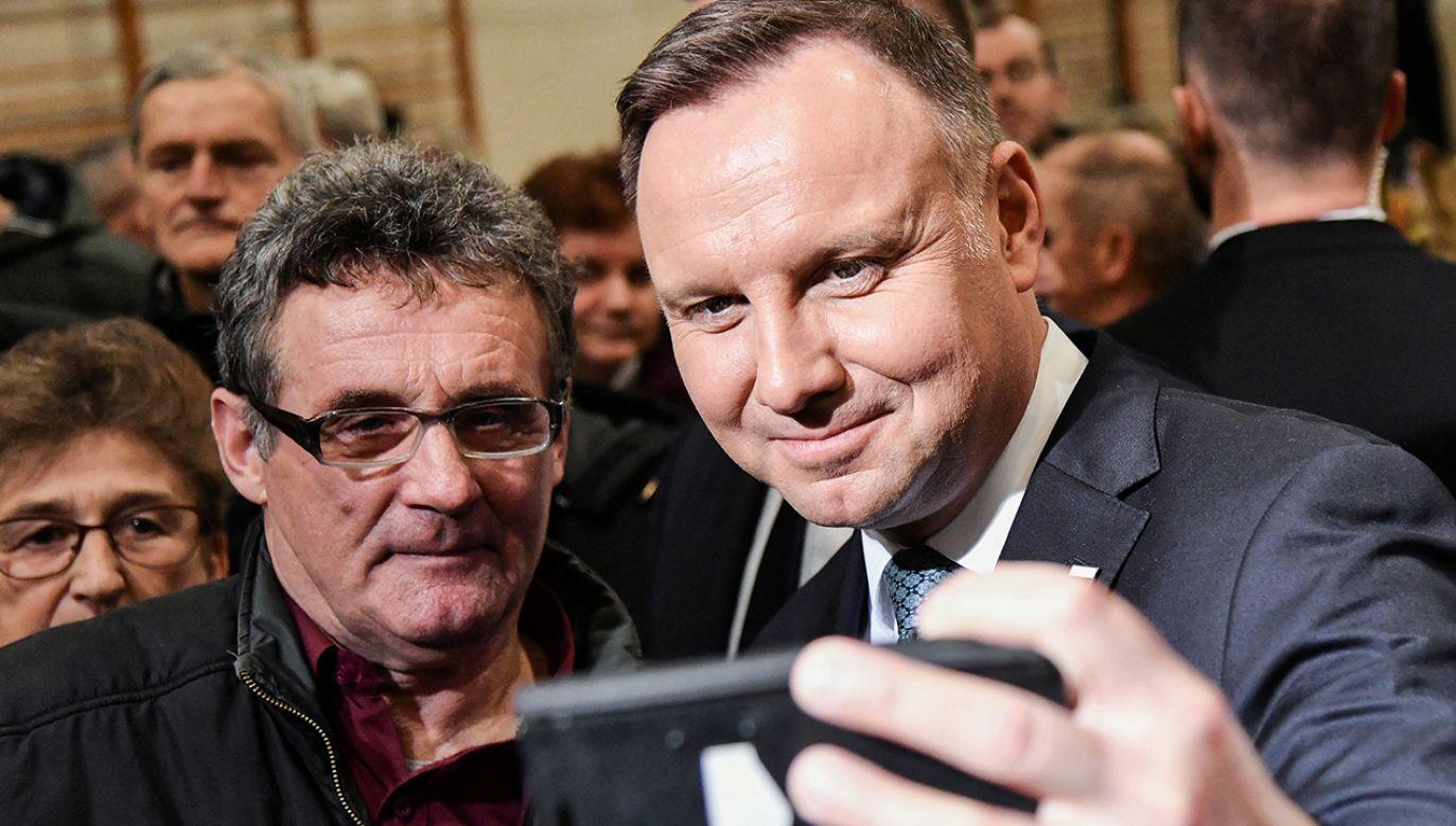 Urzędującego prezydenta od wygrania wyborów już w pierwszej turze dzieli kilka punktów procentowych (fot. PAP/Wojtek Jargiło)