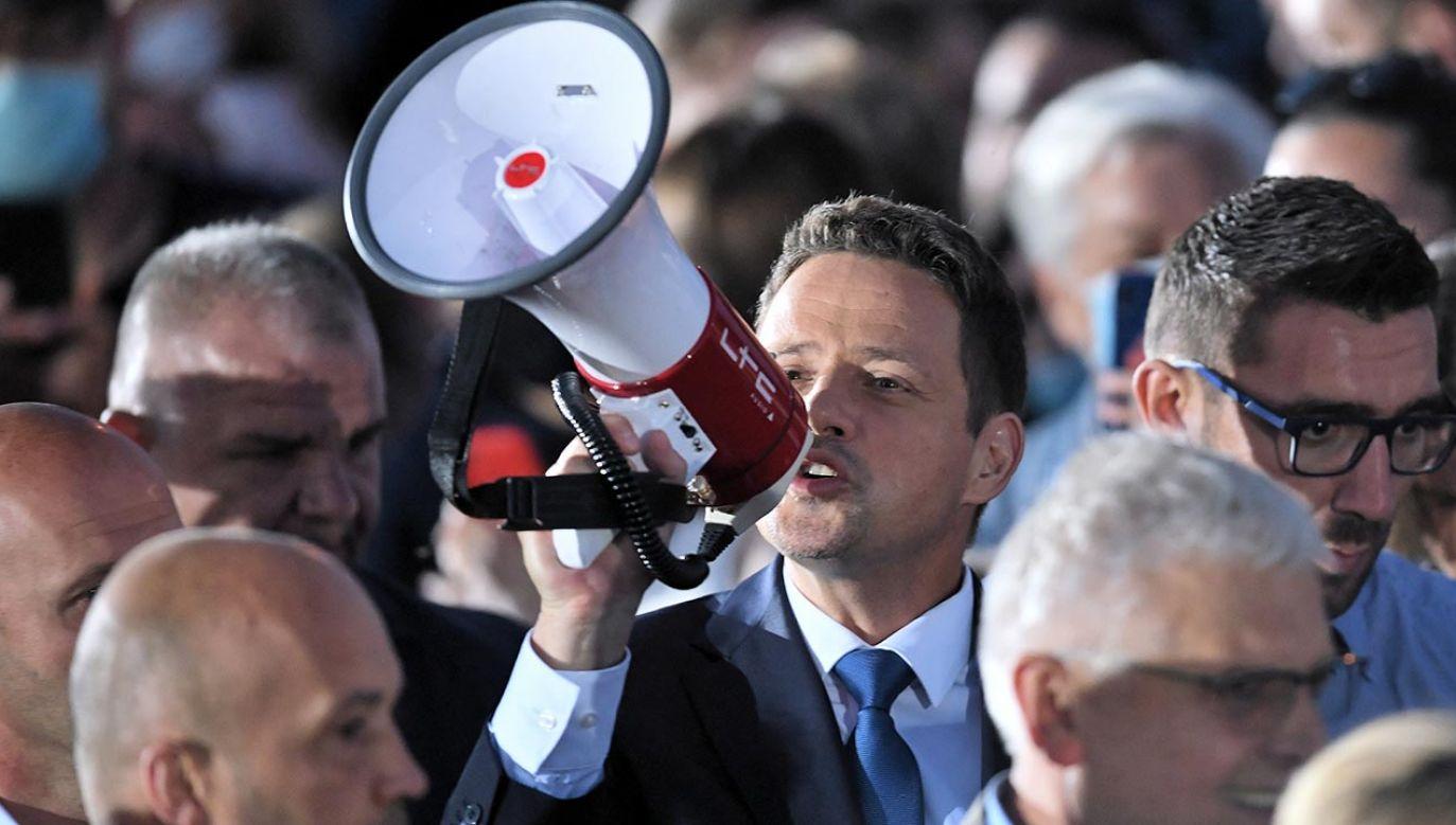 Politycy analizują przyczyny przegranej Rafała Trzaskowskiego w wyborach prezydenckich (fot. Shutterstock/PAP/Radek Pietruszka)