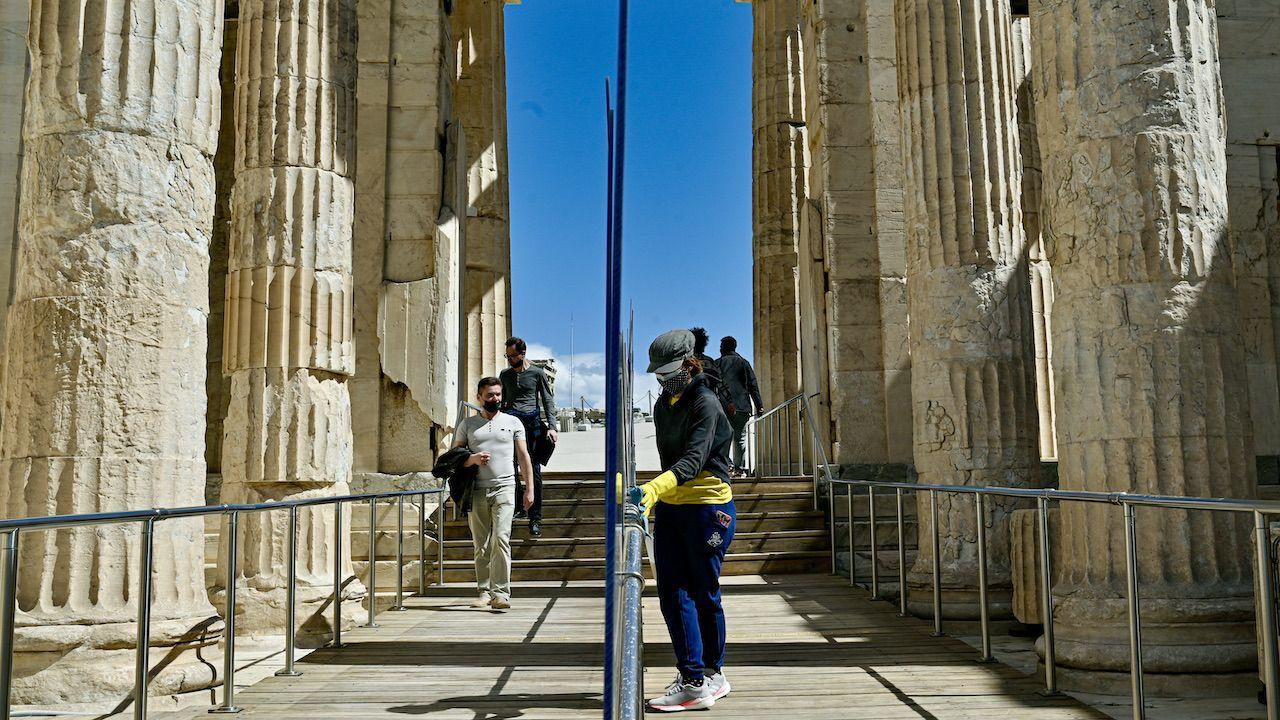 Możliwy jest urlop w Grecji od połowy maja (fot. Milos Bicanski/Getty Images)