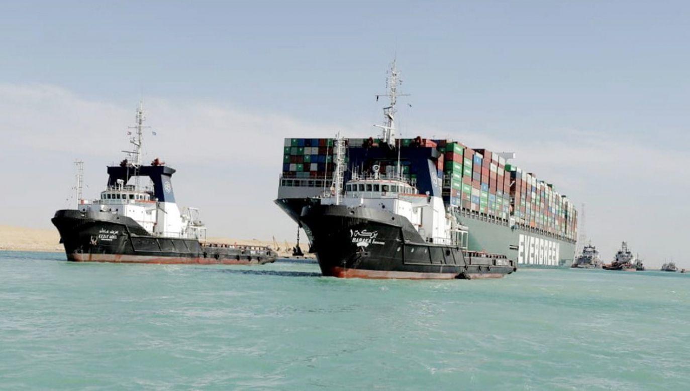 Na statku znajduje się 25 osób (fot. PAP/EPA/SUEZ CANAL AUTHORITY / HANDOUT HANDOUT)