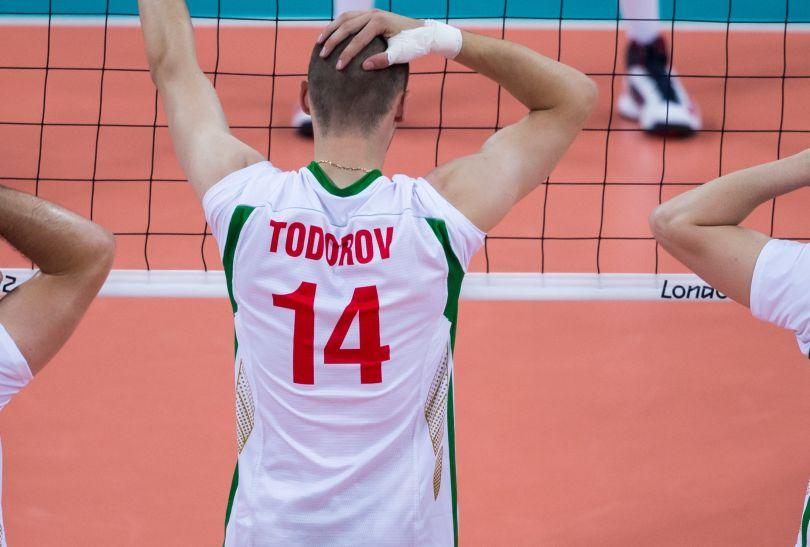 Reprezentanci Bułgarii robią zasłonę przy swojej zagrywce (fot. PAP/Adam Ciereszko)
