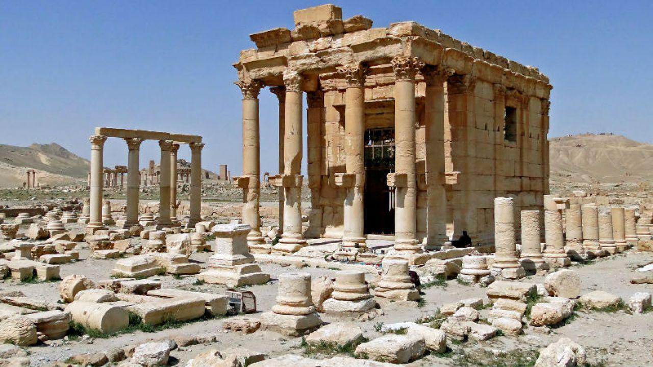 Świątynia Baalszamina, wysadzona w sierpniu 2015 roku przez dżihadystów z Państwa Islamskiego (fot. Wikimedia Commons/Bernard Gangon)