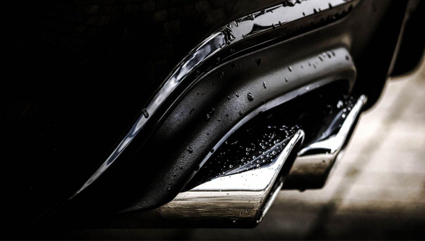 Koncerny motoryzacyjne stracą na zmianach przepisów ws. emisji spalin (fot. Pexels)