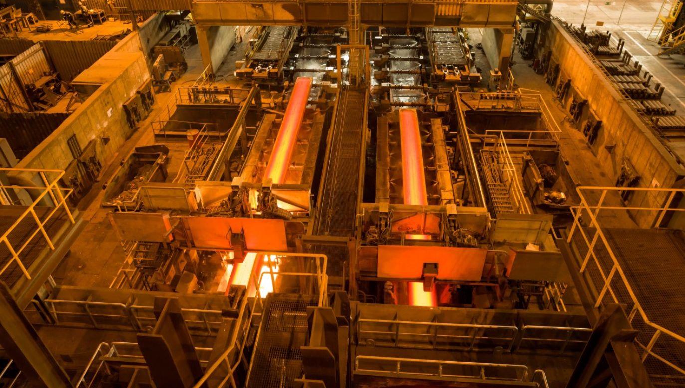 Pracująca linia ciągłego odlewania stali (fot. arch. PAP/Stanisław Rozpędzik)