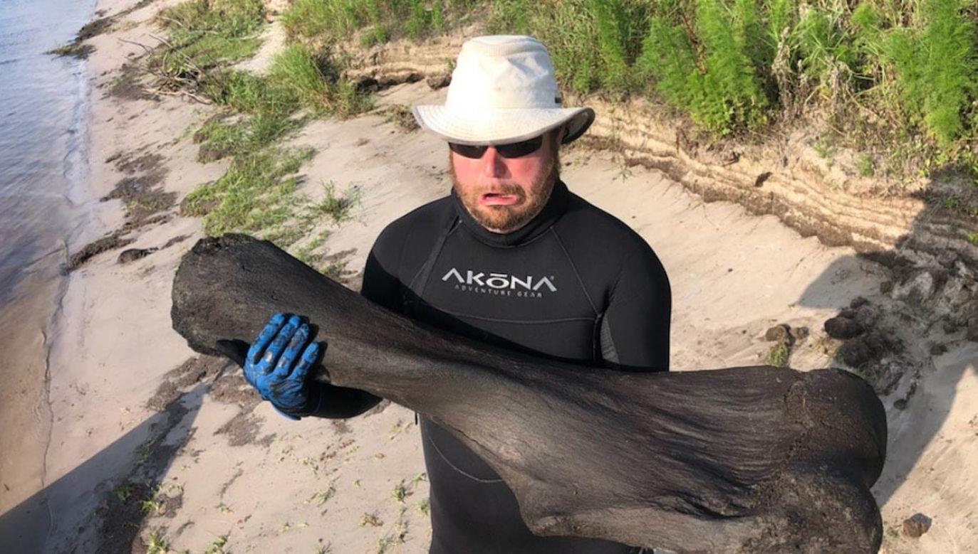 Kość znaleziono na Florydzie (fot. Facebook/Derek Demeter)