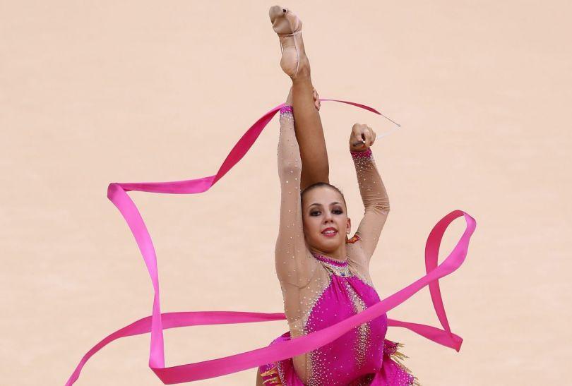 Daria Dmitrjewa podczas swojego występu w gimnastyce artystycznej (fot.PAP)