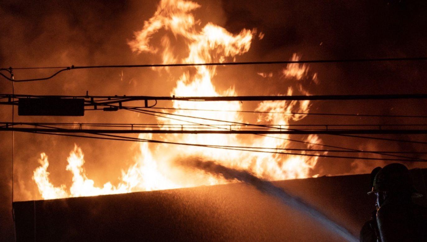 Urządzenie gasi płomień z odległości blisko dwóch metrów (fot. PAP/EPA/ETIENNE LAURENT)