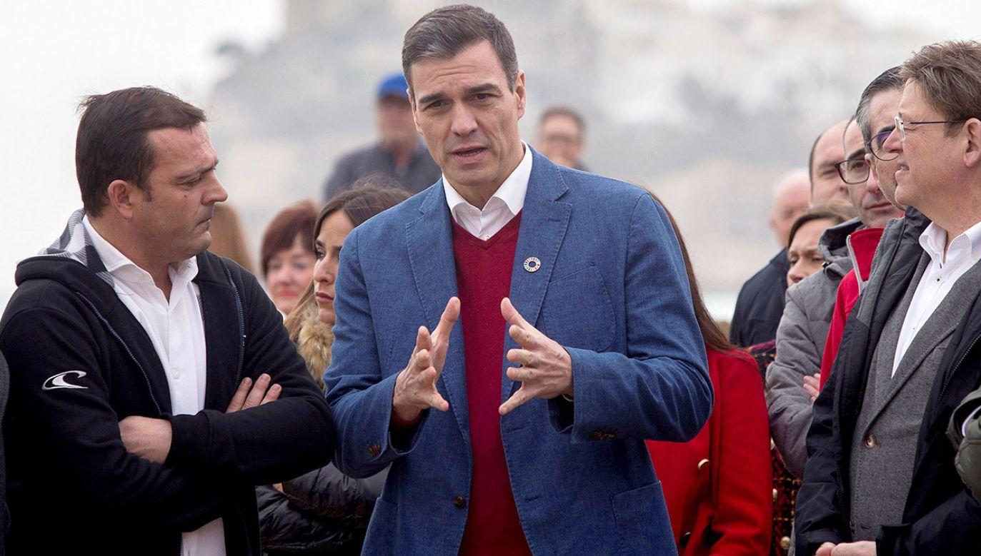Premier Hiszpanii Pedro Sanchez namawia do uchwalenia nowego prawa (fot.  PAP/EPA/Domenech Castello)