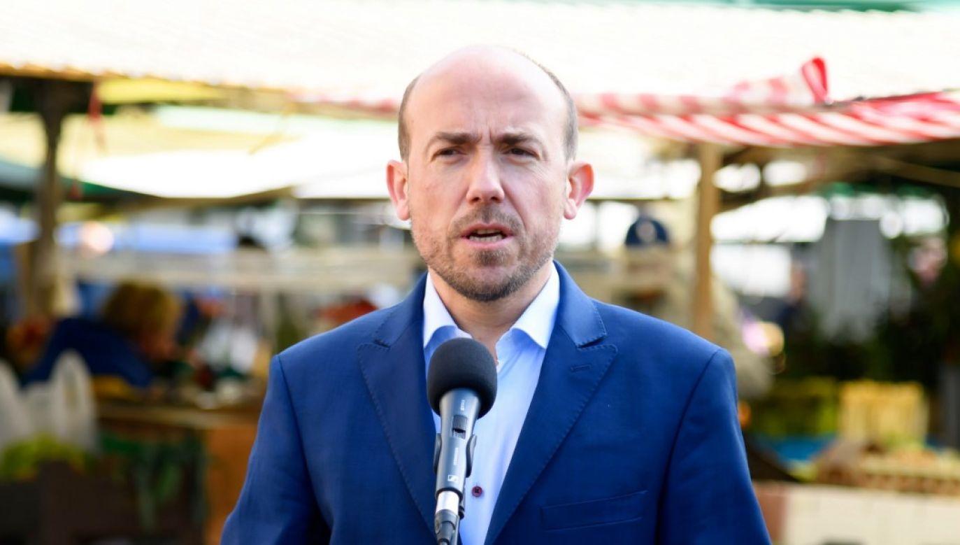 Lider PO zaprzeczył jakoby sytuacja miała związek z warszawskim ratuszem, przy okazji atakując ministra Dworczyka (fot. PAP/Jakub Kaczmarczyk)