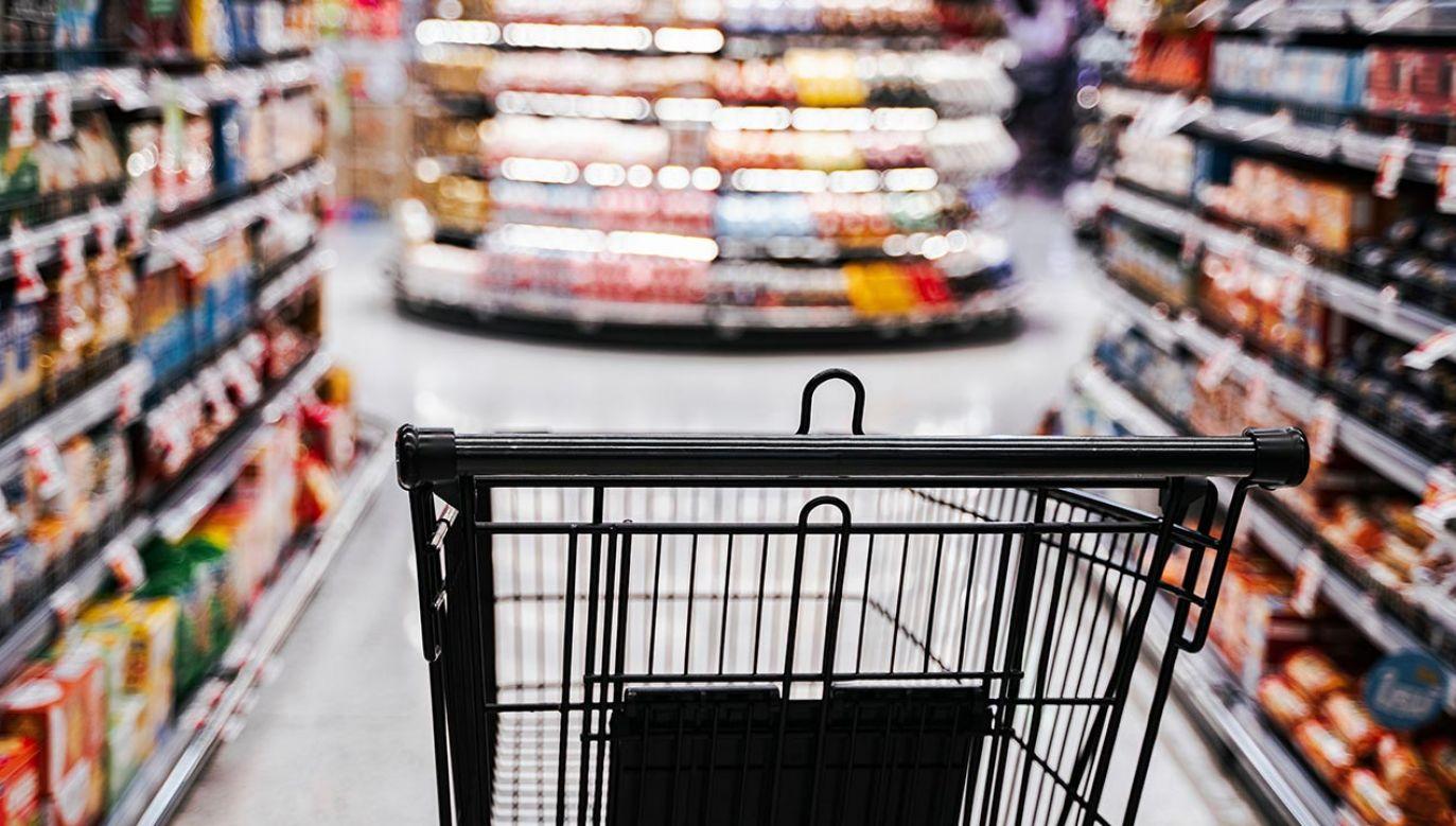 W sklepach obowiązuje rygor sanitarny (fot. Shutterstock/theshots.co)