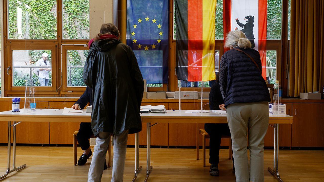 Kolejki do lokali wyborczych w Berlinie (fot. Michele Tantussi/Getty Images)