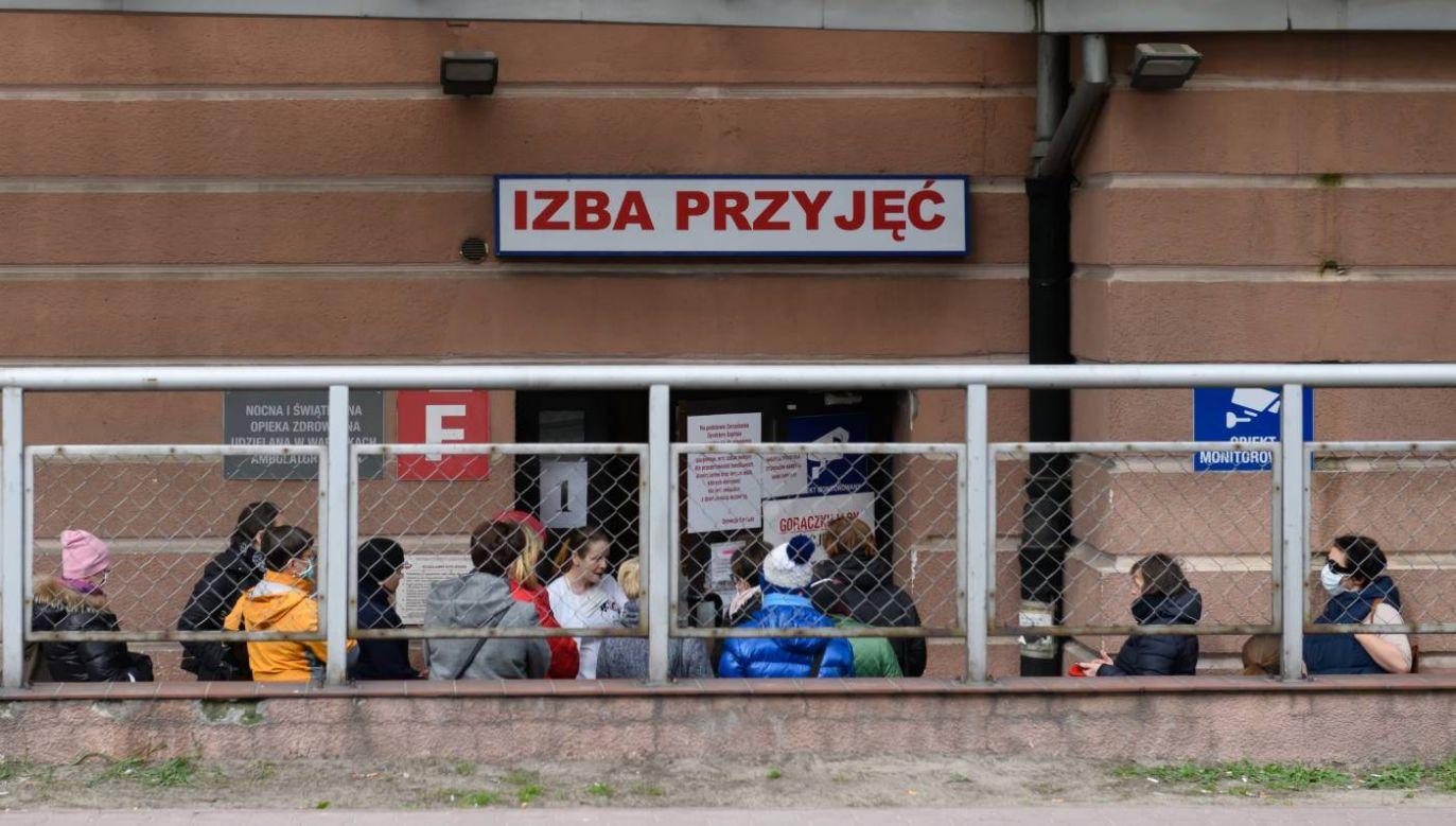 Szybko przybywa osób zakażonych koronawirusem (fot. PAP/Jakub Kaczmarczyk)