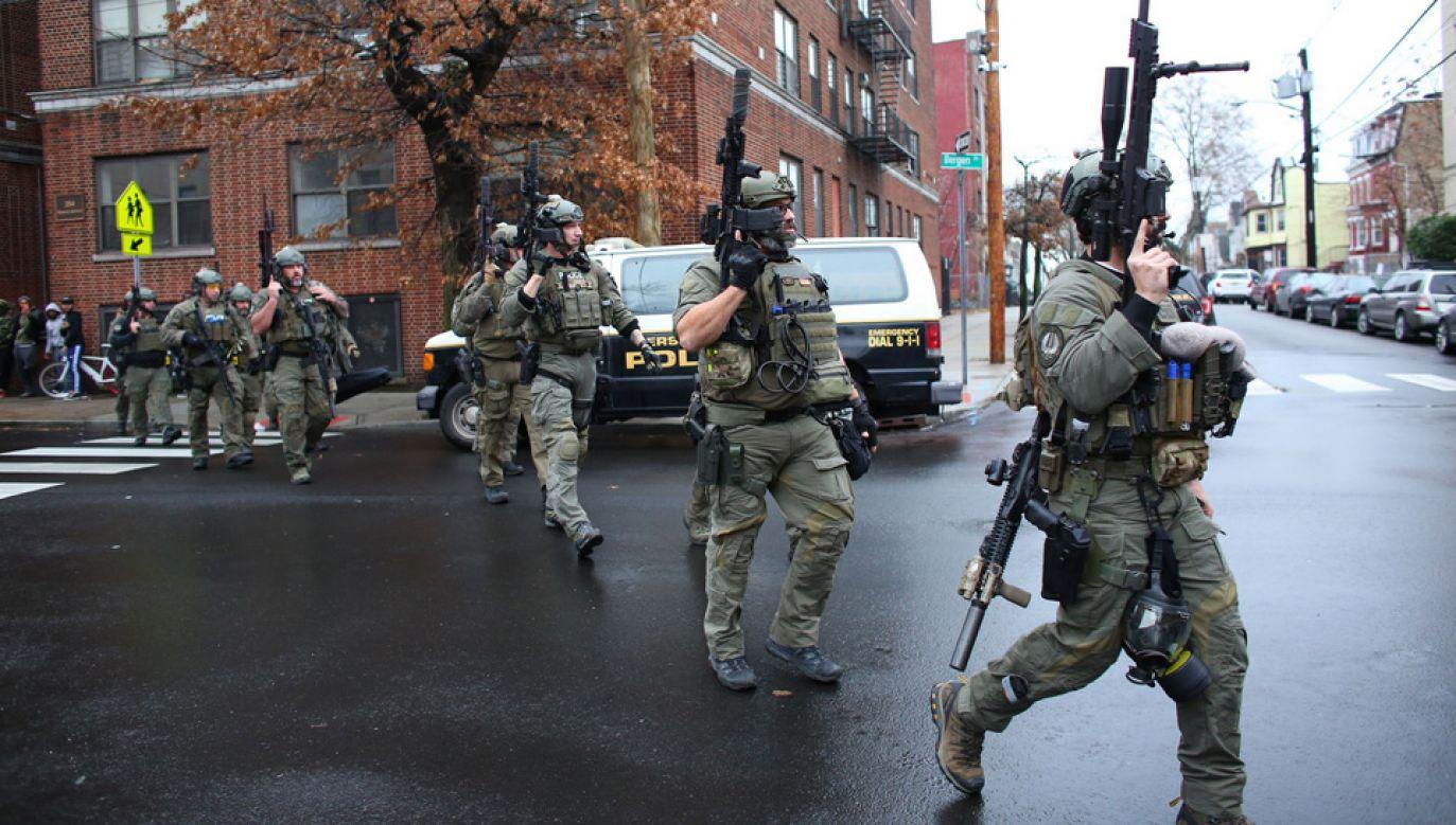 Policjanci zastrzelili dwóch sprawców (fot. TT/Complex)