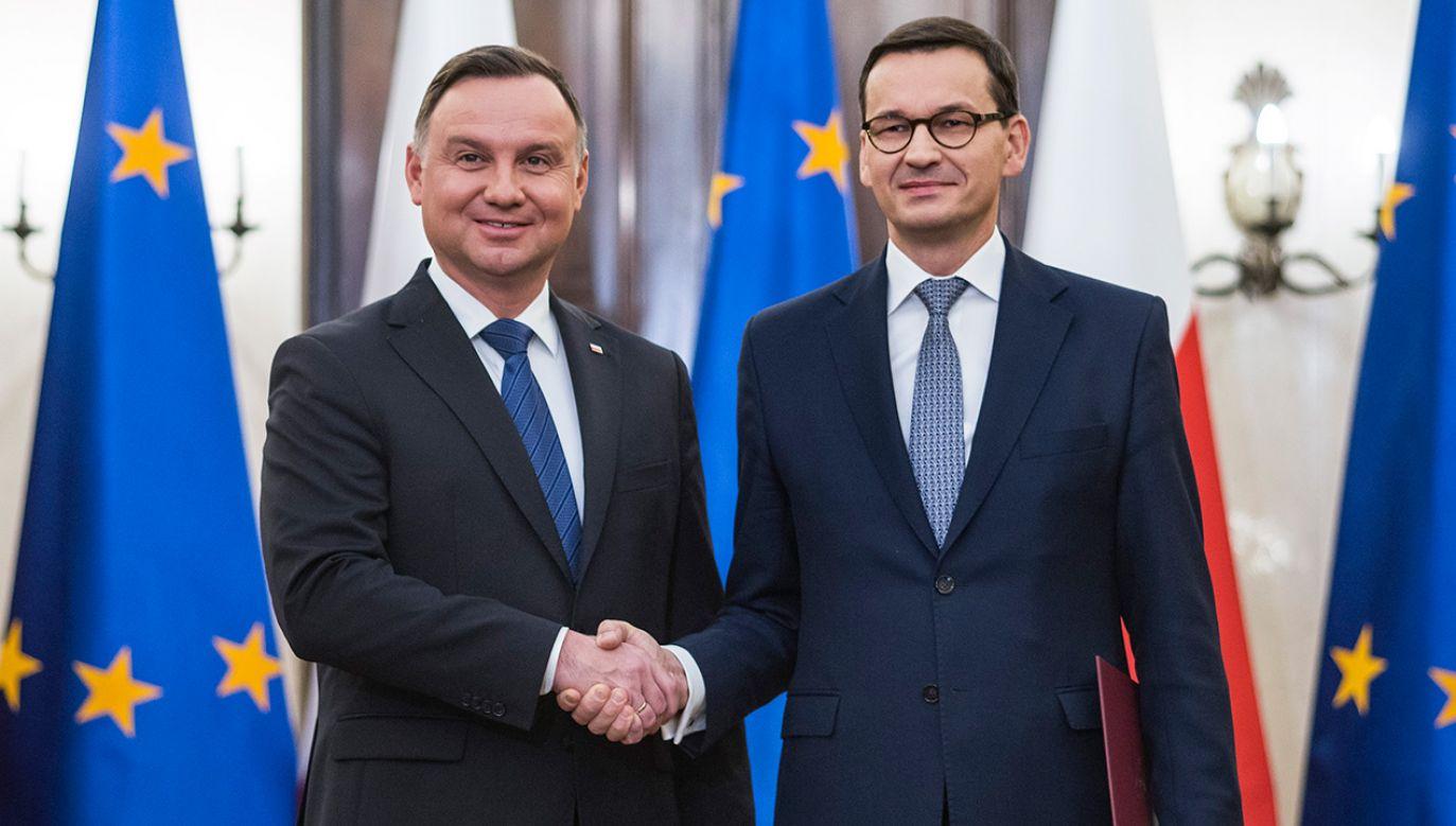 Prezydent Andrzej Duda oraz premier Mateusz Morawiecki (fot. Attila Husejnow/SOPA Images/LightRocket via Getty Images)