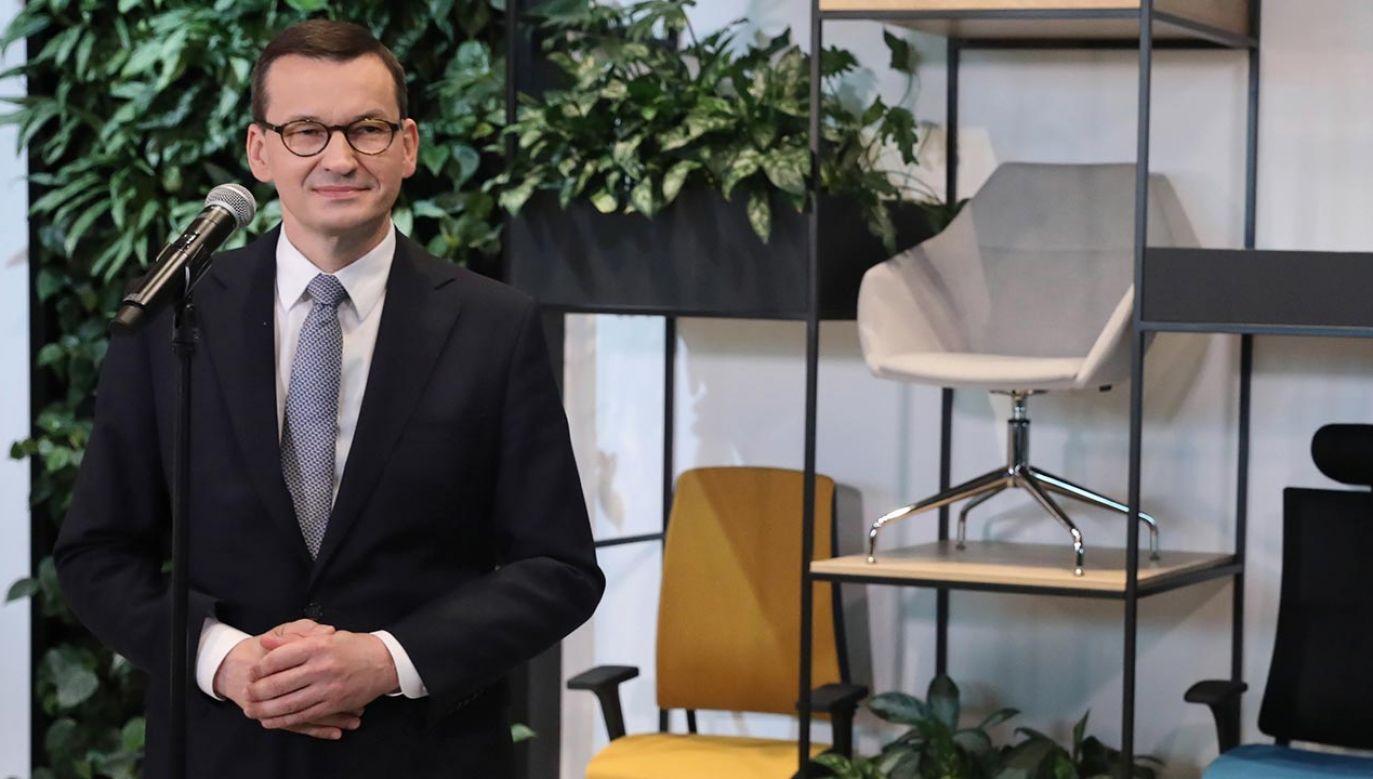 Premier podkreślił, że Polska przed koronawirusem rosła jako potęga meblarska na całym świecie(fot. PAP/Tomasz Gzell)