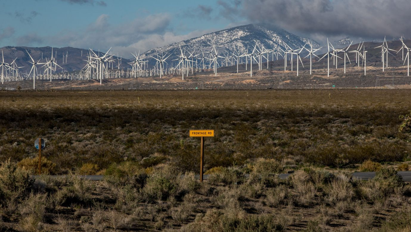 Farma wiatrowa Tehachapi nieopodal Los Angeles. Fot. George Rose/Getty Images