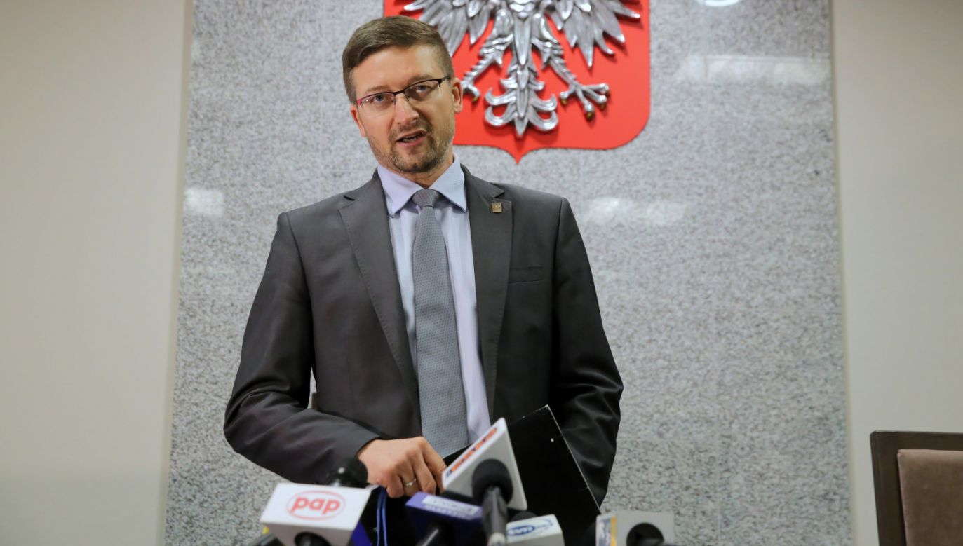 Sędzia Paweł Juszczyszyn dobrze czuje się jako trybun ludu (fot.PAP/Mateusz Marek)