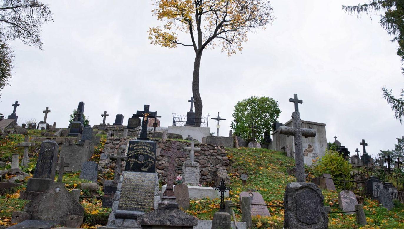 Społeczny Komitet Opieki nad Starą Rossą przedstawił efekty tegorocznych prac przy renowacji nagrobków (fot. PAP/Valdemar Doveiko)