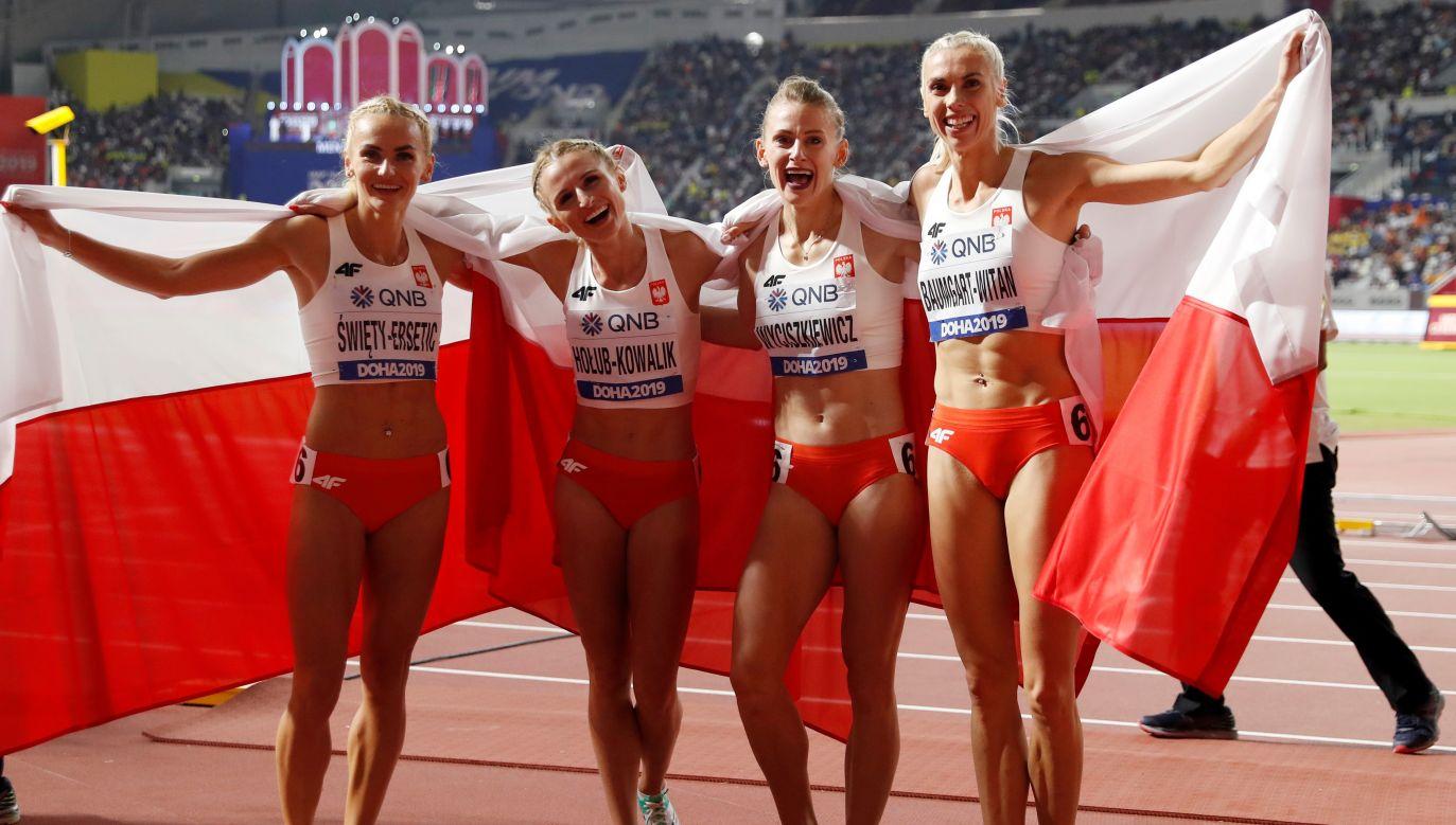 Tak Polki cieszyły się ze srebrnego medalu i fantastycznego rekordu kraju (fot. REUTERS / Aleksandra Szmigiel)