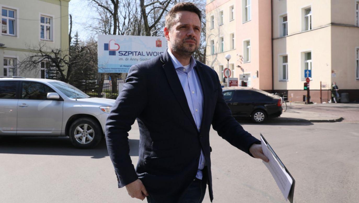 Rafał Trzaskowski poinformował o planach oszczędności w przedszkolach i szkołach w liście skierowanym do burmistrzów stołecznych dzielnic (fot. PAP/Leszek Szymański)
