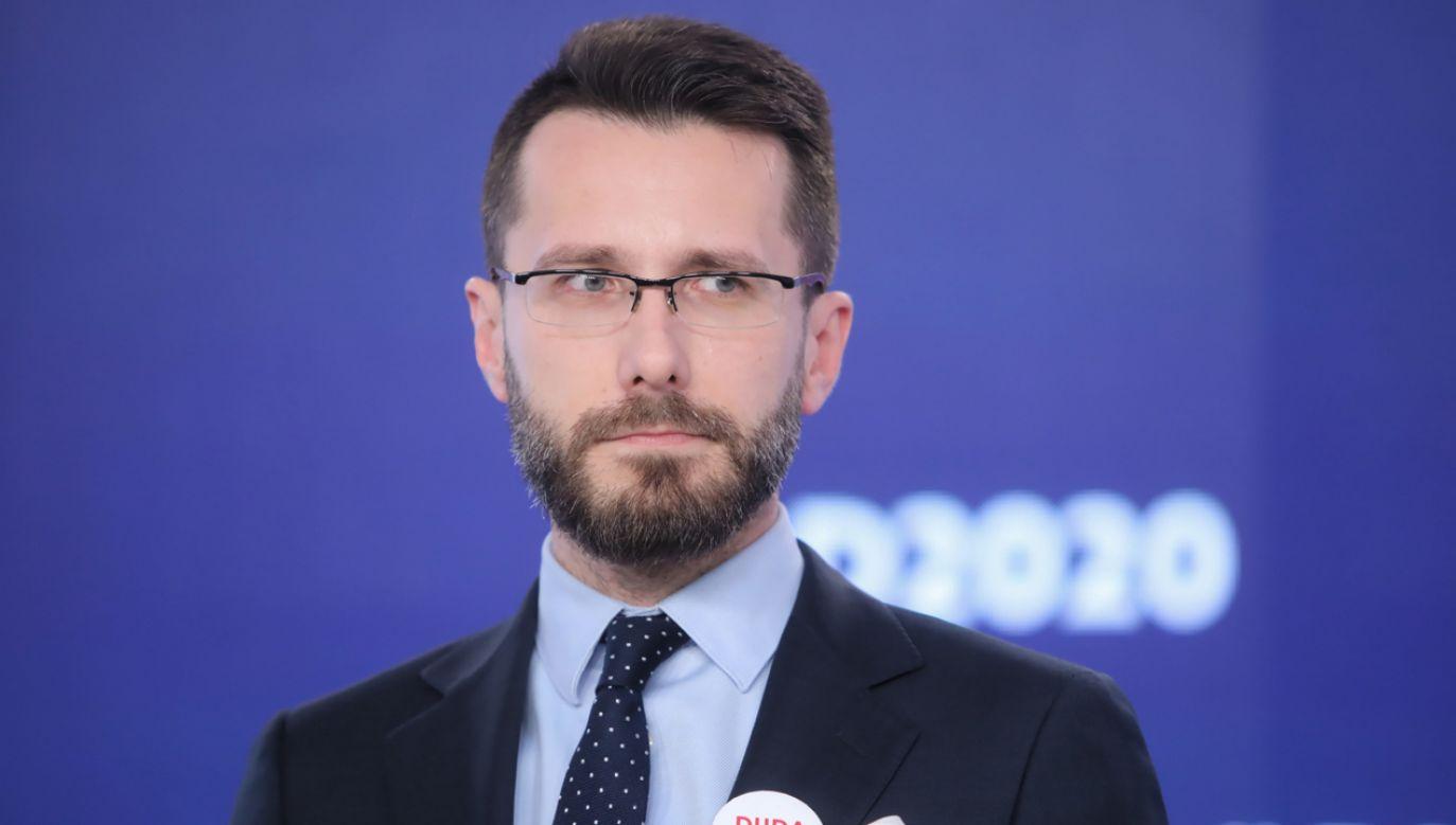 Zastępca rzecznika prasowego Prawa i Sprawiedliwości Radosław Fogiel  (fot. Wojciech Olkuśnuik)