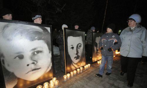 Portrety sowieckich żołnierzy poległych w 1969 roku wystawione w Dalniereczeńsku, 5 km od granicy z Chinami, podczas uroczystości 40-lecia starć. Fot.  REUTERS/Yuri Maltsev