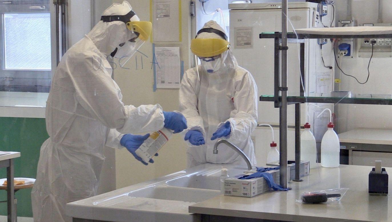 Zakażenie koronawirusem potwierdzono dotąd u 3266 osób, z których 65 zmarło (fot. PAP/EPA/FILIPPO VENEZIA, zdjęcie ilustracyjne)
